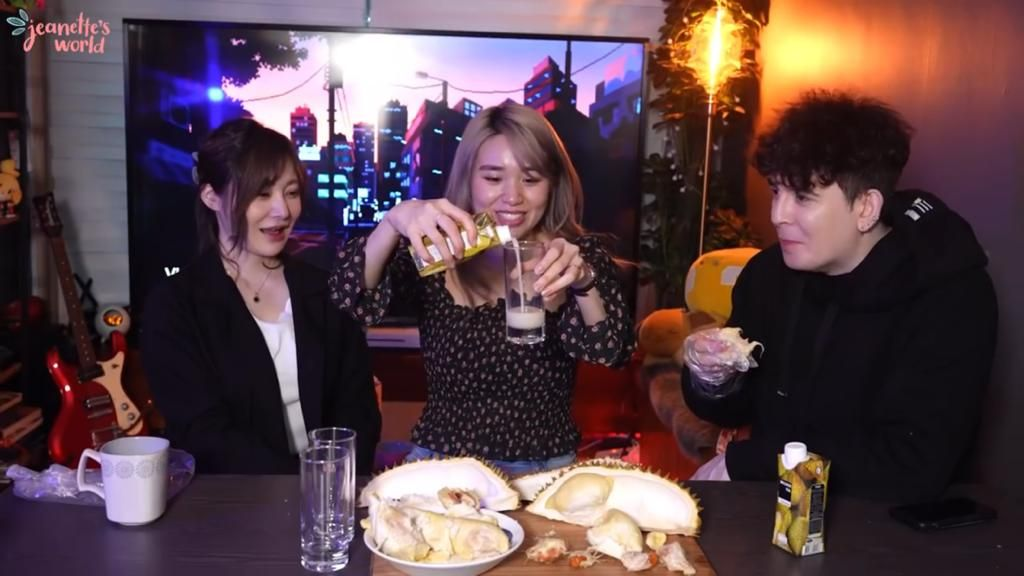 Cicip Ragam Olahan Durian, Begini Reaksi para YouTuber Asing