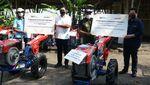 Asyik! Petani di Ciamis Terima Bantuan Tractor