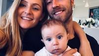 8 Potret Kemesraan Christian Eriksen dengan Shabrina, Pacarnya Selama 9 Tahun