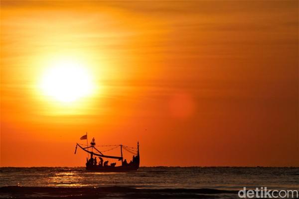 Itulah sebabnya, kawasanDesa Wonorejosering disebut Sanur-nya pulau Jawa.