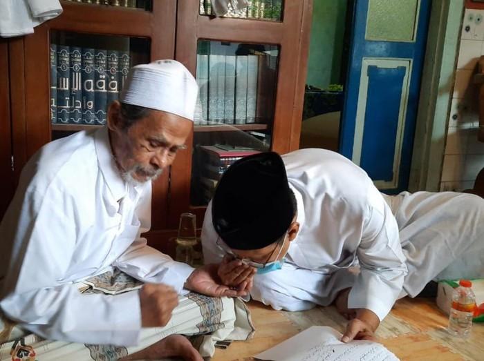 Gus Ipul bertemu Pengasuh Ponpes Sidogiri KH. A Nawawi Abdul Jalil
