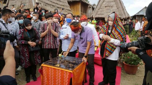 Sandiaga Uno meminta Bima, Nusa Tenggara Barat, terus berbenah agar tak tertinggal dari daerah lain dalam industri pariwisata nasional.