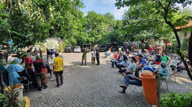 Pedagang di Area Masjid Al-Akbar Surabaya swab antigen, 1 reaktif