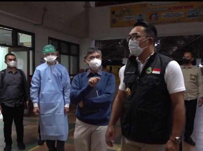 Ridwan Kamil pantau ketersediaan tempat tidur pasien Corona di RSHS Bandung