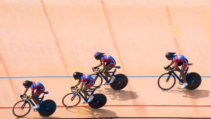 Team pursuit cycling championship at a velodrome.