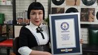 Ini Wanita dengan Bulu Mata Terpanjang di Dunia, Memecahkan Rekornya Sendiri