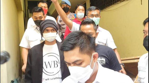 Anji saat jalani tes kesehatan di Polres Metro Jakarta Barat