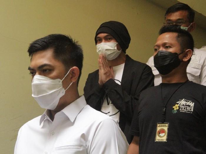 Anji ditangkap terkait kasus narkoba. Foto dari Humas Polres Metro Jakarta Barat