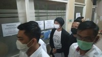 Penampakan Anji Jalani Tes Kesehatan Setelah Ditangkap karena Narkoba