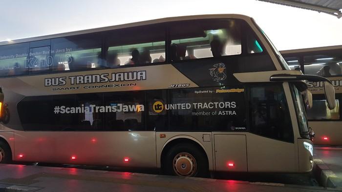 Bus PO Putera Mulya dengan tulisan sasis Scania K410 iB yang besar