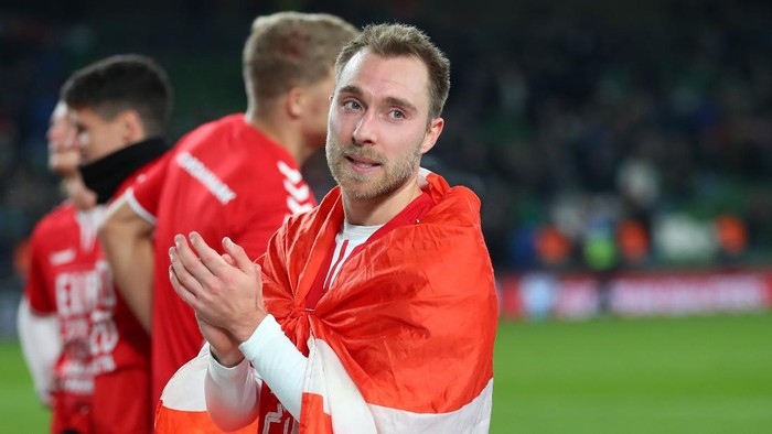 DUBLIN, IRELAND - NOVEMBER 18: Christian Eriksen of Denmark applauds after the UEFA Euro 2020 qualifier between Republic of Ireland and Denmark so at Dublin Arena on November 18, 2019 in Dublin, . (Photo by Catherine Ivill/Getty Images)