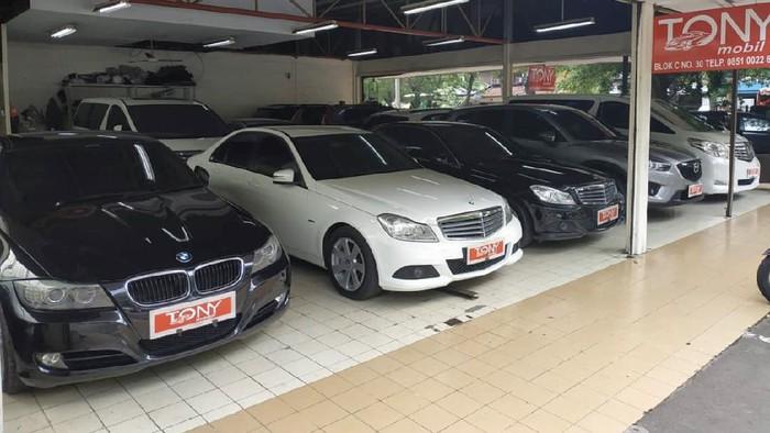 Dealer mobil bekas Tony Mobil yang terletak di Gading Auto Centre, Jakarta