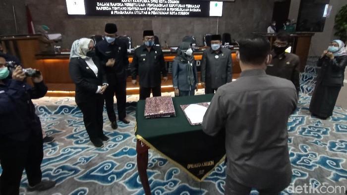 DPRD Cirebon menyetujui Raperda penyerahan sarpras perumahan