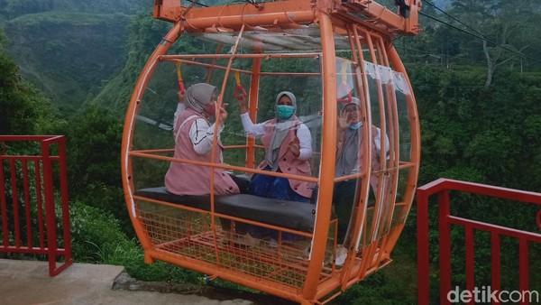 Ide awal wisata gondola tersebut bermula dari adanya gondola tradisional yang menghubungkan Dusun Ngringin dan Gir Pasang. Semula, gondola itu untuk mengangkut barang. Namun kini dipakai untuk mengangkut wisatawan.