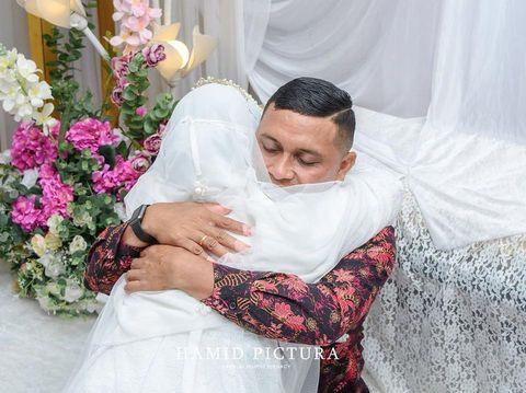 Foto momen haru pernikahan Cristin.