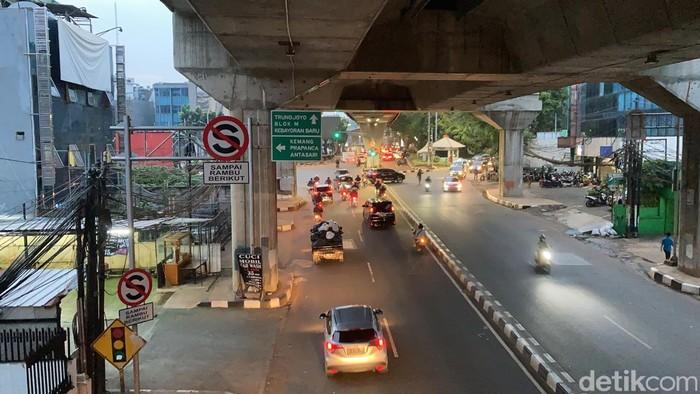 Jl Wolter Monginsidi, Jakarta Selatan, 14 Juni 2021, 18.00 WIB. (Annisa Rikzy Fadhila/detikcom)