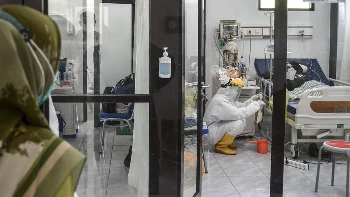 Kabupaten Ciamis masuk zona merah COVID-19. Guna cegah lonjakan kasus, ruang isolasi untuk pasien COVID-19 pun ditambah di Rumah Sakit Umum (RSU) Dadi Keluarga.