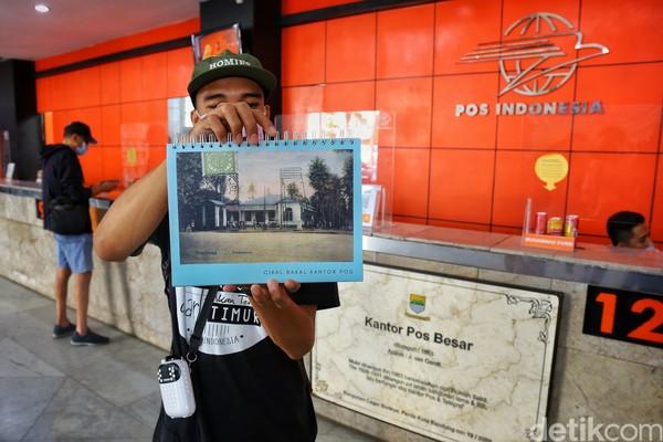 Kantor Pos Indonesia Bandung beralamat di di jalan Asia Afrika nomor 49. (Rafida Fauzia)