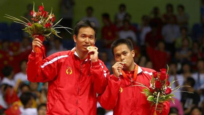Mantan pebulutangkis Indonesia, Markis Kido, meninggal dunia. Aksinya bersama Hendra Setiawan saat harumkan nama bangsa di Olimpiade 2008 akan selalu dikenang.