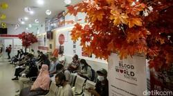 Sejumlah warga Ibu Kota donorkan darahnya di PMI DKI Jakarta. Kegiatan donor darah itu bertepatan dengan Hari Donor Darah Sedunia yang diperingati tiap 14 Juni.