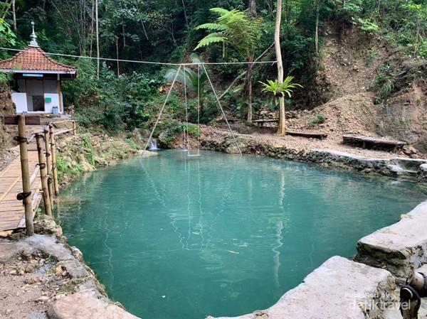 Spot kolam pemandian pertama di Air Terjun Kembang Soka.