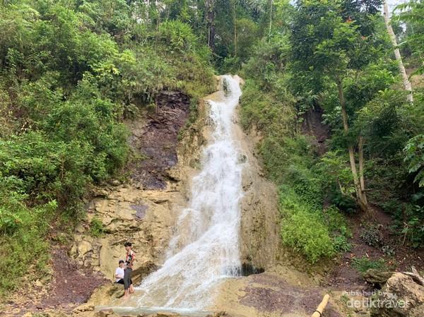 Air terjun Kembang Soka merupakan air yang berasal dari Sungai Mudal.