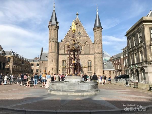 Binnenhof, Salah satu ikon Kota Den Haag. Area pusat pemerintahan kerajaan Belanda