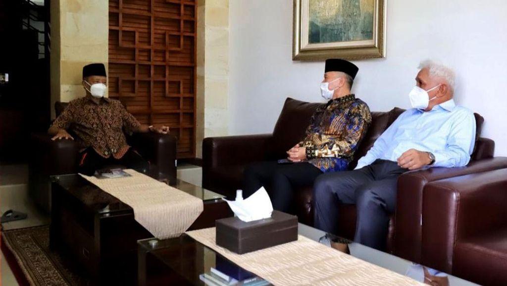 Momen Zulkifli Hasan-Hatta Rajasa Kunjungi Buya Syafii