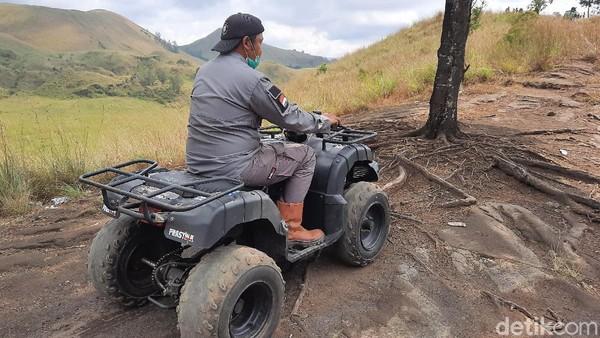 Dengan berkeliling kawasan menggunakan ATV, traveler bisa lebih tahu secara mendetil tentang kawasan Kawah Wurung ini. Ternyata kawasan ini masih banyak yang sangat indah nan eksotis. (Chuk Shatu Widarsha/detikTravel)