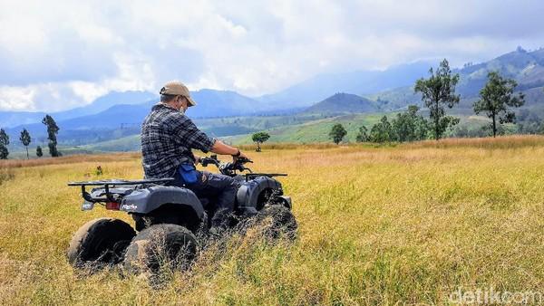 Tinggal kesepakatan saja dengan pihak pengelola. Dulu sebelum pandemi, hampir tiap hari ada saja wisatawan yang menggunakan ATV untuk mengeksplor kawasan ini. Baik yang bersama rombongan, keluarga, maupun perorangan. (Chuk Shatu Widarsha/detikTravel)