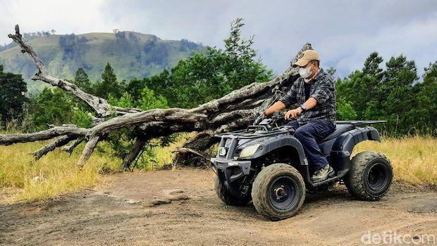 Naik ATV di Kawah Wurung