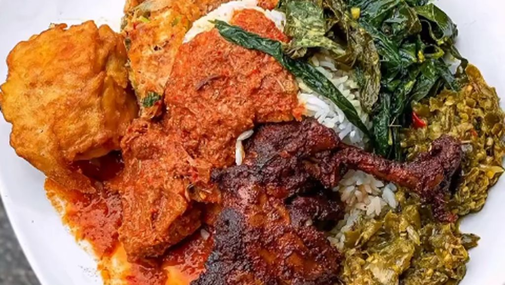 5 Selebriti dan Duta Besar Asing yang Doyan Banget Nasi Padang