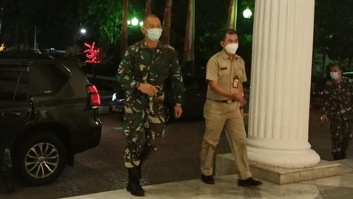 Pangdam Jaya Mayjen TNI Mulyo Aji tiba di Kantor Balaikota DKI Jakarta