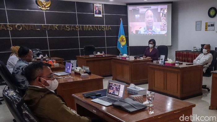 Sejumlah guru besar beraudiensi dengan Komnas HAM. Mereka mendukung Komnas HAM untuk memeriksa pimpinan KPK terkait penanganan laporan Tes Wawasan Kebangsaan.