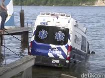 Pencuri Ambulans Terhenti Usai 160 Km, Mobil Nyemplung Pantai