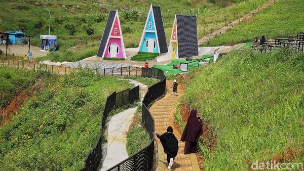 Ya, inilah Cicalengka Dreamland di Kabupaten Bandung. Tempat wisata yang satu ini berbeda karena nuansa islaminya.