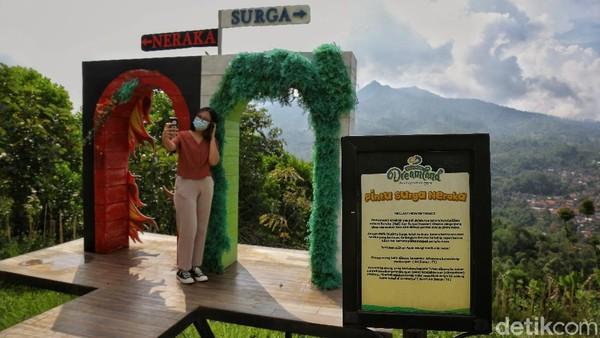 Semenjak pagi hingga siang hari Cicalengka Dreamland sudah dikunjungi sekitar 150 wisatawan. Menuju sore hari rombongan keluarga mulai tampak.