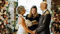 Kisah Romantis Pria Alzheimer yang Melamar Kembali Istrinya