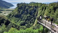Potret Rest Area dengan Pemandangan Danau Toba