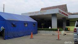 Ruangan Penuh, RS Purwakarta Dirikan Tenda Darurat untuk Pasien COVID-19