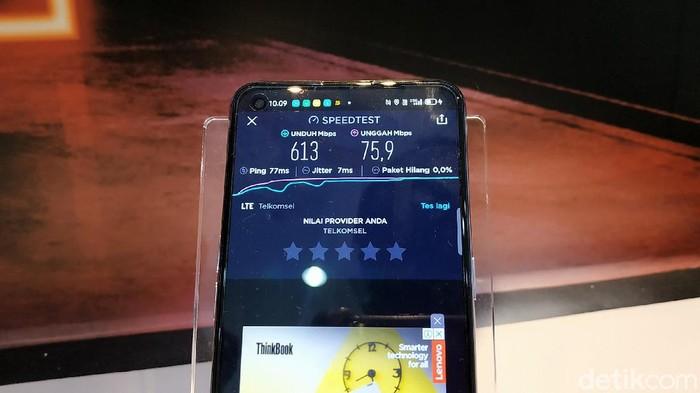 Uji Kualitas Jaringan 5G di Denpasar di Grapari Telkomsel Renon, Denpasar