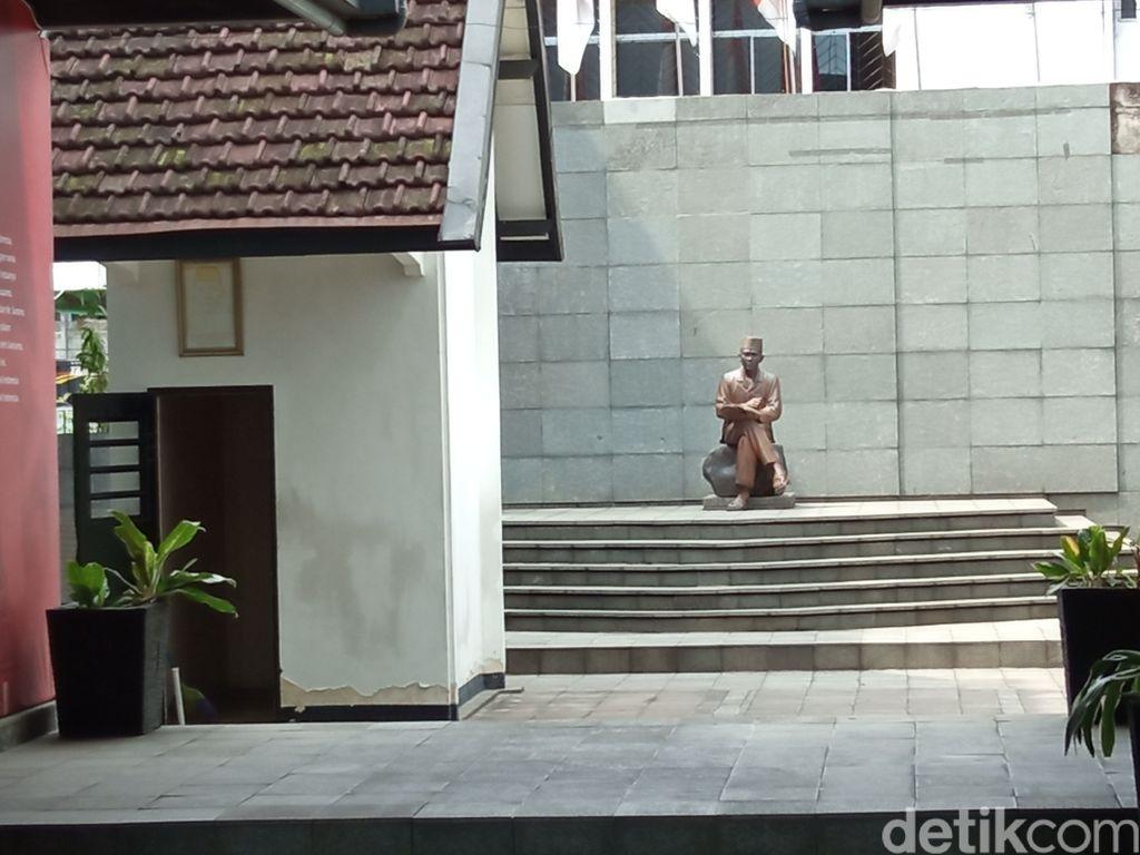 Walk Tour Cerita Bandung