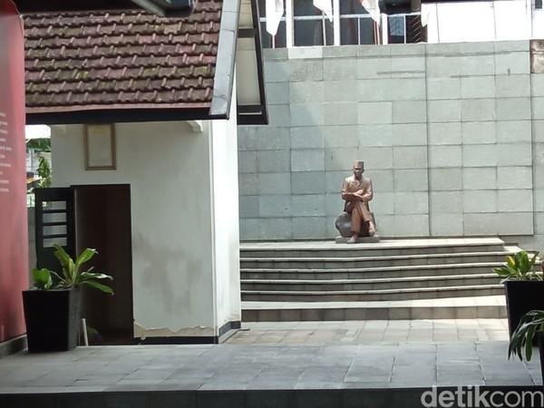 Tak hanya Asia-Afrika, wisatawan juga diajak ke Lapas Banceuy yang adalah penjara Soekarno. (Bonauli/detikcom)