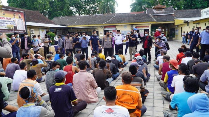 86 Preman di Mataram NTB Digelandang ke kantor polisi