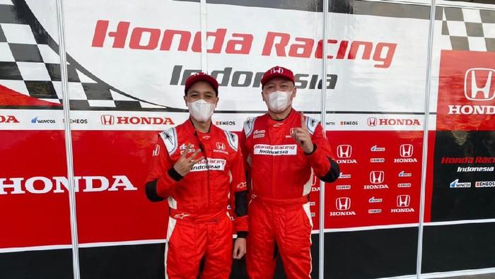 Duet ayah dan anak, Alvin Bahar dan Avila Bahar kembali unjuk gigi di seri kedua Indonesia Sentul Series of Motorsport (ISSOM). Mereka berjaya di Kejurnas ITCR Max.