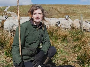 Kehidupan Sederhana Mantan Model yang Alih Profesi Jadi Pengembala Domba