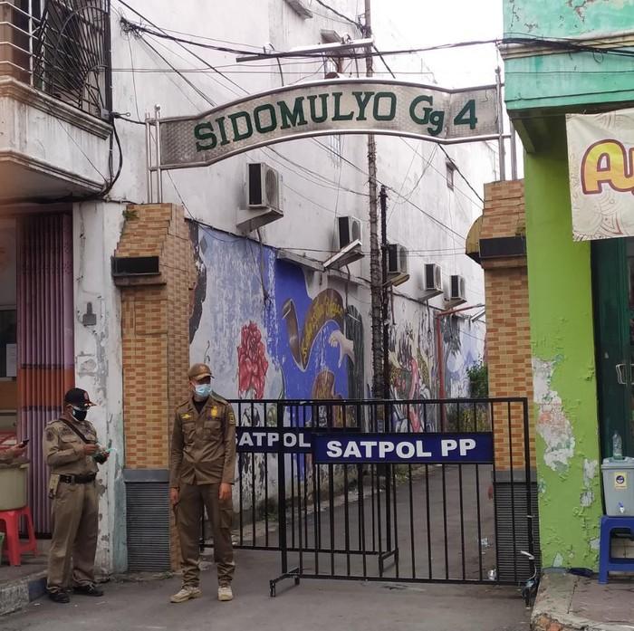 COVID-19 Merebak, Satu Lingkungan di Kota Mojokerto Di-Lockdown