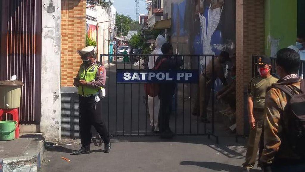 Satu Gang di Kota Mojokerto Lockdown Usai 4 Warga Meninggal Positif COVID-19