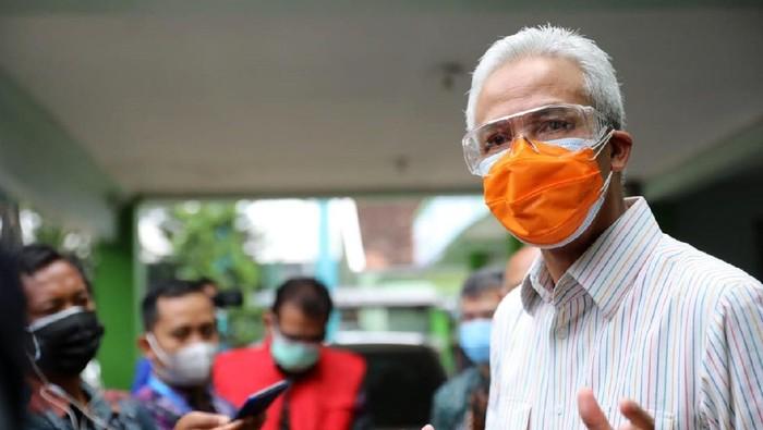 Kabupaten Jepara menjadi zona merah penyebaran virus Corona. Gubernur Jawa Tengah, Ganjar Pranowo pun melakukan inspeksi mendadak atau sidak di RSUD Kartini Jepara.