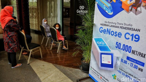 ibis Bandung Trans Studio menghadirkan pelayanan pemeriksaan GeNose C19 terbuka untuk umum dengan tarif Rp 50.000 per orang. Mulai buka pukul 10.00-200 WIB, pelayanan ini berada dekat dengan area restoran outdoor hotel.